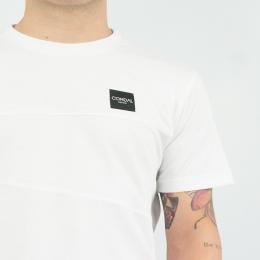 """Hecha a mano💪, es una prenda que lleva un mayor tiempo para crearla, con sus 9 partes confeccionarla✂️ se podría decir que es como """"cocinarla a fuego lento"""". Pero merece la pena el resultado, por su diseño minimalista la puedes combinar con tus jeans favoritos como con tus bermudas más casuals.     #cndl #condal #hechoamano #sostenibilidad #minimalism #aesthetic #madeinbarcelona"""